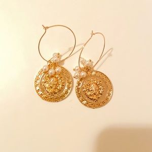 Absolutely gorgeous pair of earrings// news